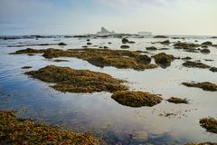 Σωρός και ωκεανός θάλασσας με την αντανάκλαση ουρανού Στοκ Εικόνες