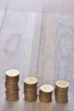 Σωρός νομισμάτων στη σειρά Στοκ Εικόνες