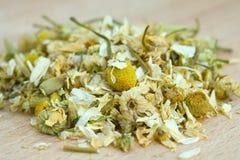Σωρός ξηρού chamomile. στοκ εικόνα με δικαίωμα ελεύθερης χρήσης