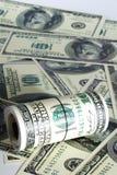 Σωρός δολαρίων ρόλων ως υπόβαθρο στοκ φωτογραφία