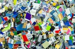 Σωρός τεμαχισμένος επάνω στις πιστωτικές κάρτες Στοκ εικόνες με δικαίωμα ελεύθερης χρήσης