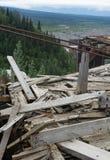 Σωρός της εγκαταλειμμένης ξυλείας στο ορυχείο χαλκού Στοκ Εικόνες