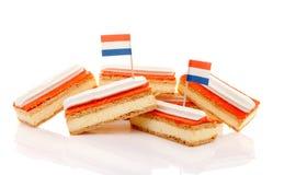 Σωρός της παραδοσιακής ολλανδικής ζύμης που καλείται tompouce με τις σημαίες Στοκ Εικόνα