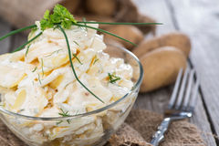 Σωρός της σαλάτας πατατών στοκ φωτογραφία