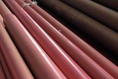 Σωρός του κόκκινου αγωγού που εγκαθιστά στην οικοδόμηση Στοκ φωτογραφία με δικαίωμα ελεύθερης χρήσης
