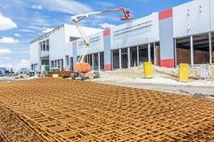 Σωρός του σκουριασμένου τετραγωνικού ενισχύοντας πλέγματος, συσσωρευμένος armature ρυθμός Στοκ Φωτογραφία