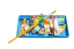 Σωρός του υδατοχρώματος στο εμπορευματοκιβώτιο και τη βούρτσα Στοκ εικόνα με δικαίωμα ελεύθερης χρήσης