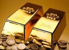 Σωρός του χρυσού φραγμού, περιβαλλοντική οικονομική έννοια Στοκ Φωτογραφία