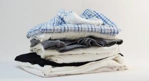 Σωρός του menswear εσώρουχου καλτσών πουκάμισων κοντού Στοκ Φωτογραφία