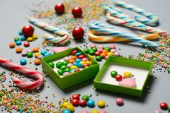 Σωρός των ανάμεικτων και χρωματισμένων καραμελών Στοκ εικόνες με δικαίωμα ελεύθερης χρήσης