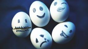 Σωρός των αυγών με τις διαφορετικές συγκινήσεις, ποικιλία, προσωπικότητα φιλμ μικρού μήκους