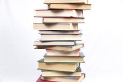 Σωρός των βιβλίων με τις χρωματισμένες καλύψεις Στοκ εικόνα με δικαίωμα ελεύθερης χρήσης