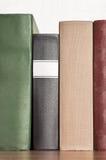 Σωρός των βιβλίων στο ράφι Στοκ εικόνες με δικαίωμα ελεύθερης χρήσης