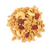 Σωρός των δημητριακών granola με το καρύδι των δυτικών ανακαρδίων που απομονώνεται στο λευκό στοκ εικόνες με δικαίωμα ελεύθερης χρήσης