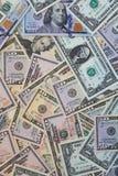 Σωρός των διαφορετικών τραπεζογραμματίων αμερικανικών δολαρίων στοκ φωτογραφίες με δικαίωμα ελεύθερης χρήσης