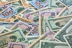 Σωρός των διαφορετικών τραπεζογραμματίων αμερικανικών δολαρίων στοκ φωτογραφία