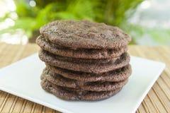 Σωρός των διπλών μπισκότων τσιπ σοκολάτας Στοκ φωτογραφία με δικαίωμα ελεύθερης χρήσης