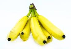 Σωρός των κίτρινων μπανανών σε ένα άσπρο υπόβαθρο - μπροστινή άποψη Στοκ Φωτογραφίες