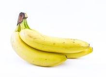 Σωρός των κίτρινων μπανανών σε ένα άσπρο υπόβαθρο - μπροστινή άποψη Στοκ Εικόνα