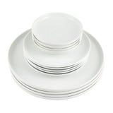 Σωρός των καθαρών άσπρων πιάτων πιάτων που απομονώνονται Στοκ φωτογραφίες με δικαίωμα ελεύθερης χρήσης