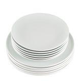 Σωρός των καθαρών άσπρων πιάτων πιάτων που απομονώνονται Στοκ Φωτογραφία