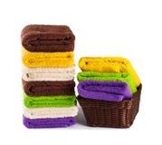Σωρός των καθαρών φρέσκων πετσετών που απομονώνονται Στοκ φωτογραφία με δικαίωμα ελεύθερης χρήσης