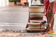 Σωρός των κολομβιανών καπέλων στην οδό στην Καρχηδόνα, Κολομβία Στοκ φωτογραφία με δικαίωμα ελεύθερης χρήσης