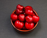 Σωρός των κόκκινων στιλπνών γλυκών κερασιών Στοκ φωτογραφίες με δικαίωμα ελεύθερης χρήσης