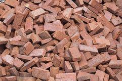 Σωρός των κόκκινων τούβλων για την κατασκευή Στοκ Φωτογραφίες