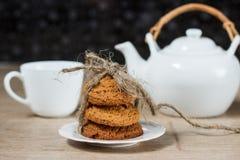 Σωρός των μπισκότων βρωμών στον πίνακα Στοκ Εικόνα
