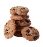 Σωρός των μπισκότων τσιπ σοκολάτας - που απομονώνονται στο λευκό Στοκ Εικόνες