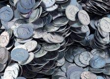 Σωρός των νομισμάτων ΑΜΕΡΙΚΑΝΙΚΩΝ δεκαρών, λαμπρή, μεταλλική, τρισδιάστατη απόδοση απεικόνιση αποθεμάτων