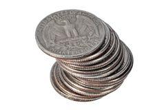 Σωρός των νομισμάτων δολαρίων τετάρτων στο άσπρο υπόβαθρο Στοκ φωτογραφία με δικαίωμα ελεύθερης χρήσης