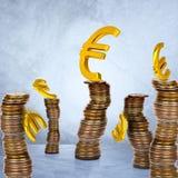 Σωρός των νομισμάτων με τα ευρο- σύμβολα Στοκ Εικόνα