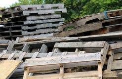 Σωρός των ξύλινων παλετών Στοκ Εικόνα