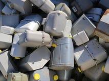 Σωρός των παλαιών μετρητών αερίου στην αποθήκευση των ρυπογόνων υλικών Στοκ εικόνες με δικαίωμα ελεύθερης χρήσης