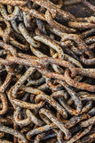 Σωρός των παλαιών σκουριασμένων συνδέσεων αλυσίδων Στοκ εικόνα με δικαίωμα ελεύθερης χρήσης