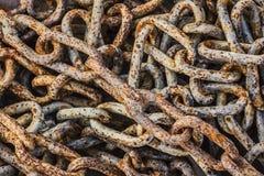 Σωρός των παλαιών σκουριασμένων συνδέσεων αλυσίδων Στοκ Εικόνα