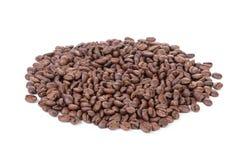 Σωρός των πρόσφατα ψημένων arabica φασολιών καφέ Στοκ φωτογραφία με δικαίωμα ελεύθερης χρήσης