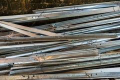 Σωρός των στριμμένων και σκουριασμένων δοκών χάλυβα απορρίματος Στοκ εικόνα με δικαίωμα ελεύθερης χρήσης