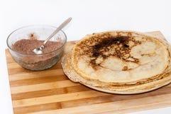 Σωρός των τηγανιτών με τη ζάχαρη κακάου Στοκ Εικόνες