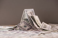 Σωρός των τραπεζογραμματίων εκατό αμερικανικών δολαρίων Στοκ φωτογραφία με δικαίωμα ελεύθερης χρήσης