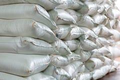Σωρός των τσαντών ζάχαρης ή αλευριού στην αποθήκη εμπορευμάτων Στοκ φωτογραφίες με δικαίωμα ελεύθερης χρήσης