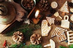 Σωρός των φρέσκων ορεκτικών oatmeal μπισκότων στο ξύλινο υπόβαθρο Τραγανά φρέσκα μπισκότα Πολλά μπισκότα shortcake Μικτό γουργούρ Στοκ φωτογραφία με δικαίωμα ελεύθερης χρήσης