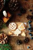 Σωρός των φρέσκων ορεκτικών oatmeal μπισκότων στο ξύλινο υπόβαθρο Τραγανά φρέσκα μπισκότα Πολλά μπισκότα shortcake Μικτό γουργούρ Στοκ Φωτογραφίες