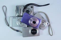 Σωρός των χρησιμοποιημένων ψηφιακών συμπαγών καμερών στοκ φωτογραφία με δικαίωμα ελεύθερης χρήσης