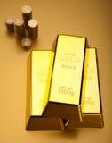 Σωρός των χρυσών φραγμών, περιβαλλοντική οικονομική έννοια Στοκ Φωτογραφία