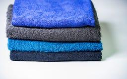Σωρός των χρωματισμένων πετσετών Στοκ φωτογραφίες με δικαίωμα ελεύθερης χρήσης