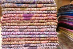 Σωρός των headscarfes Στοκ φωτογραφία με δικαίωμα ελεύθερης χρήσης