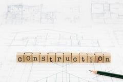 Σωρός φραγμών λέξης κατασκευής στα σχεδιαγράμματα και το σχέδιο ορόφων Στοκ εικόνες με δικαίωμα ελεύθερης χρήσης